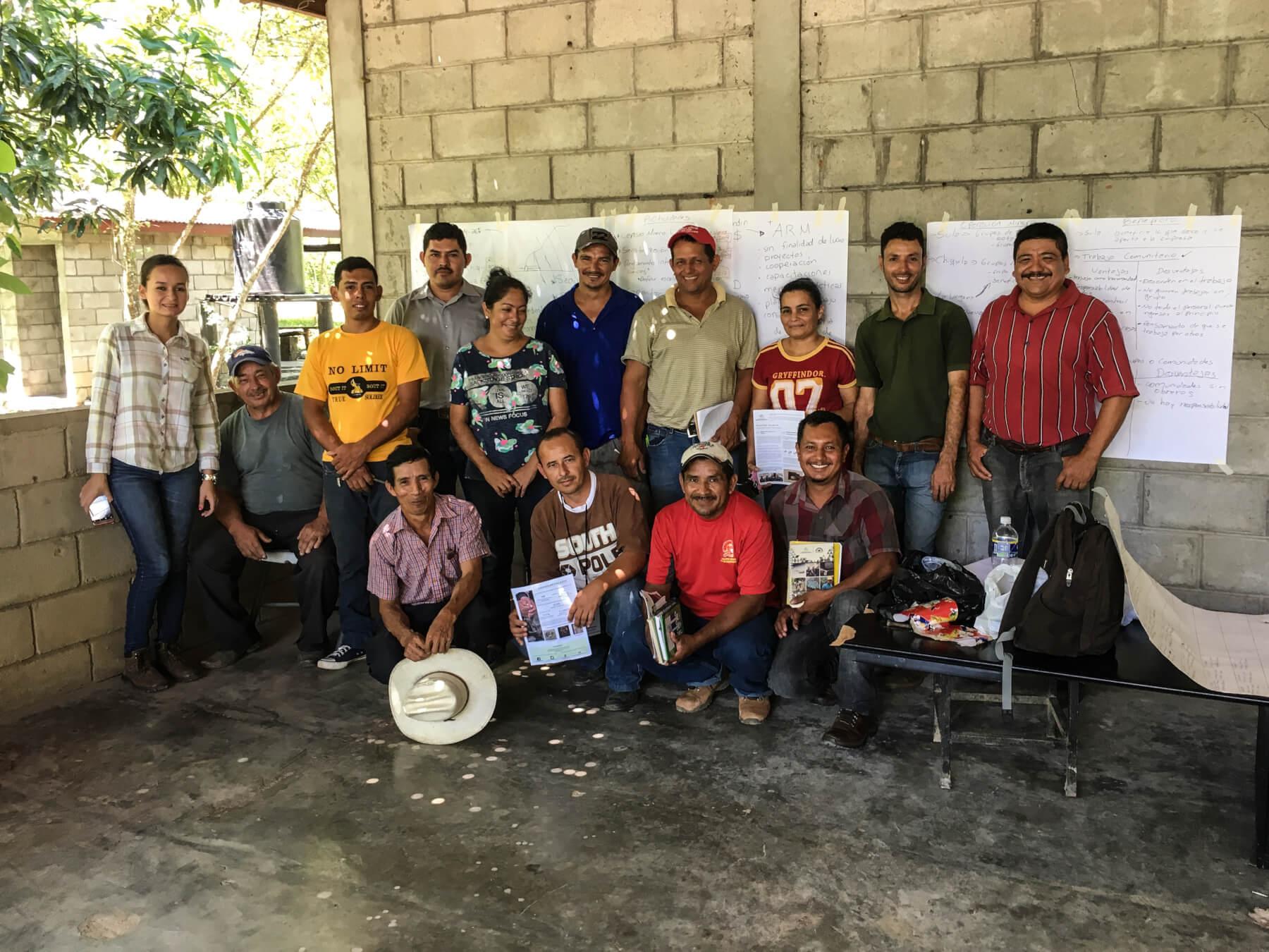 """Mineros de """"Minas y Cuevas"""" en Macuelizo, Honduras."""