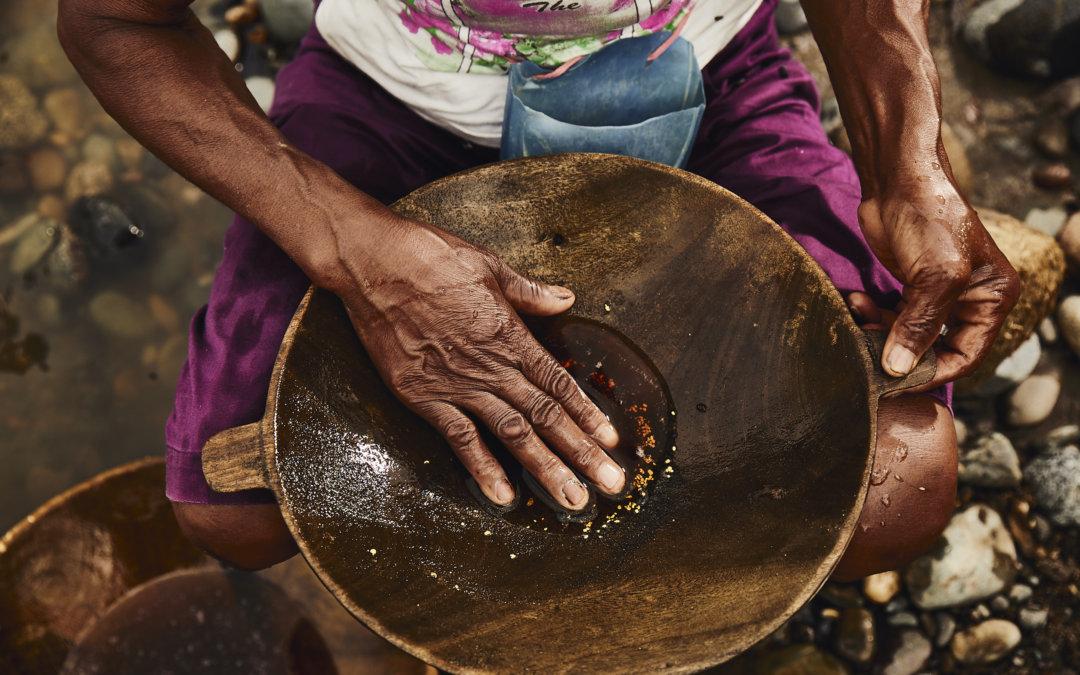 Primera venta de oro de mujeres mineras bajo el Código CRAFT:  Pasaporte al mercado